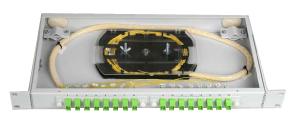 Панель коммутации оптического кросса с соединительными адаптерами